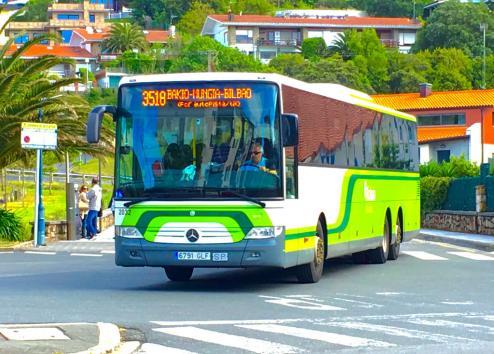 3518 Green Bus