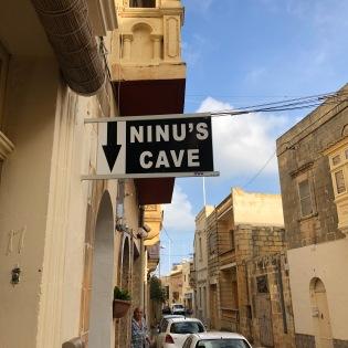 Ninus Cave1